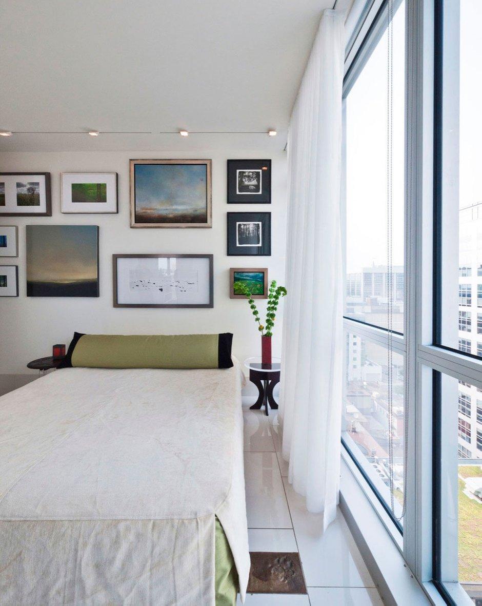 Фотография: Спальня в стиле Современный, Квартира, Цвет в интерьере, Дома и квартиры, Белый, Панорамные окна – фото на InMyRoom.ru
