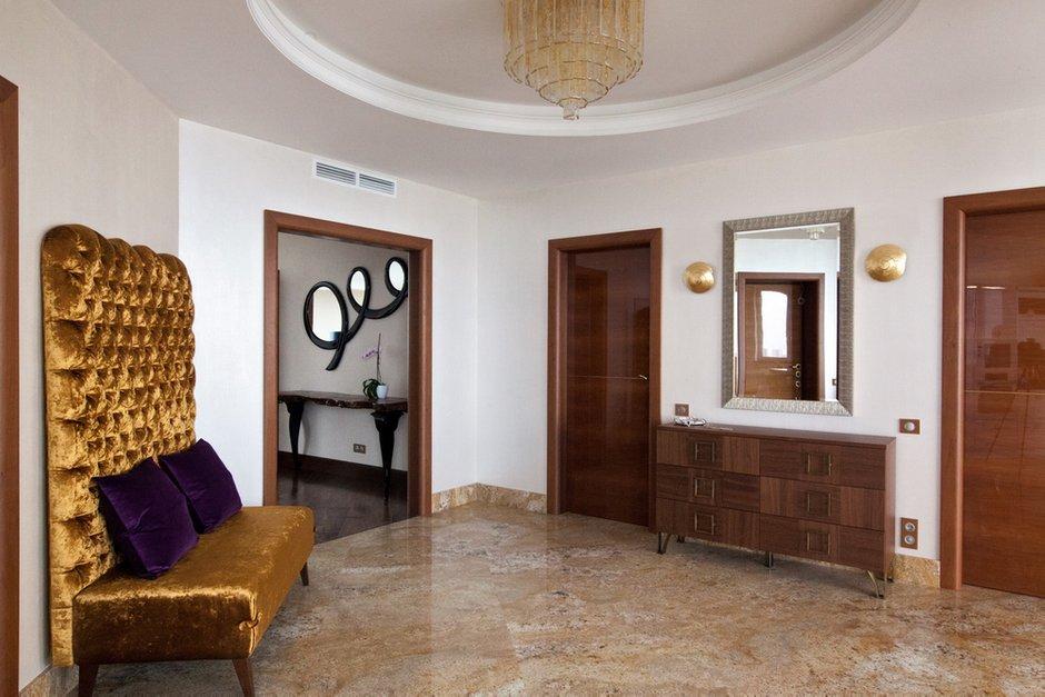 Фотография: Прихожая в стиле Эклектика, Квартира, Италия, Дома и квартиры, Пентхаус, Люстра, Ар-деко – фото на INMYROOM