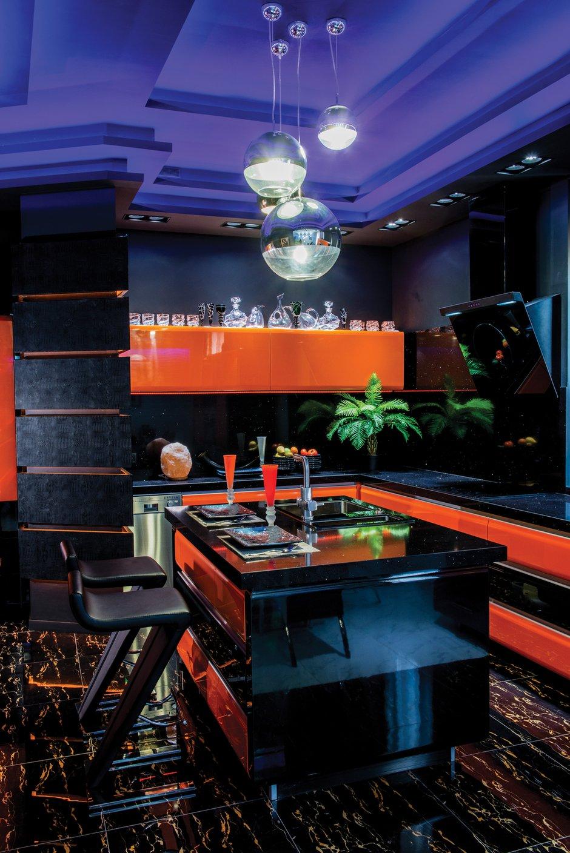 Фотография: Кухня и столовая в стиле Хай-тек, Квартира, Дома и квартиры, Интерьеры звезд, Проект недели, Москва – фото на INMYROOM