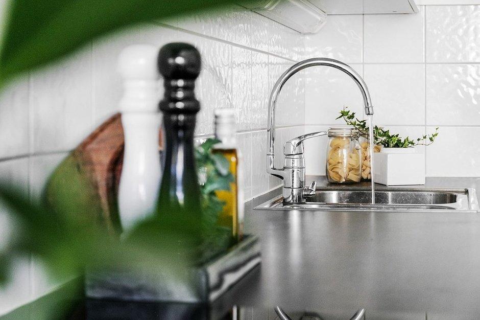 Фотография: Кухня и столовая в стиле Современный, Советы, уборка ванной комнаты, уборка кухни, экологическая сертификация, эко-советы, Meine Liebe, уборка дома, безопасный для здоровья дом, Экология, бытовая химия – фото на INMYROOM