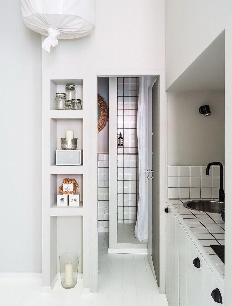 Фотография: Ванная в стиле Современный, Скандинавский, Декор интерьера, Малогабаритная квартира, Квартира, Цвет в интерьере, Дома и квартиры, Белый – фото на INMYROOM