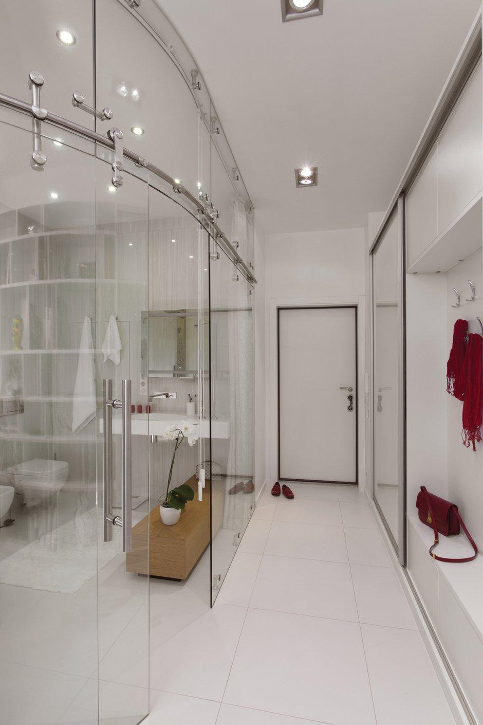 Фотография: Прихожая в стиле Хай-тек, Квартира, Цвет в интерьере, Дома и квартиры, Белый – фото на INMYROOM