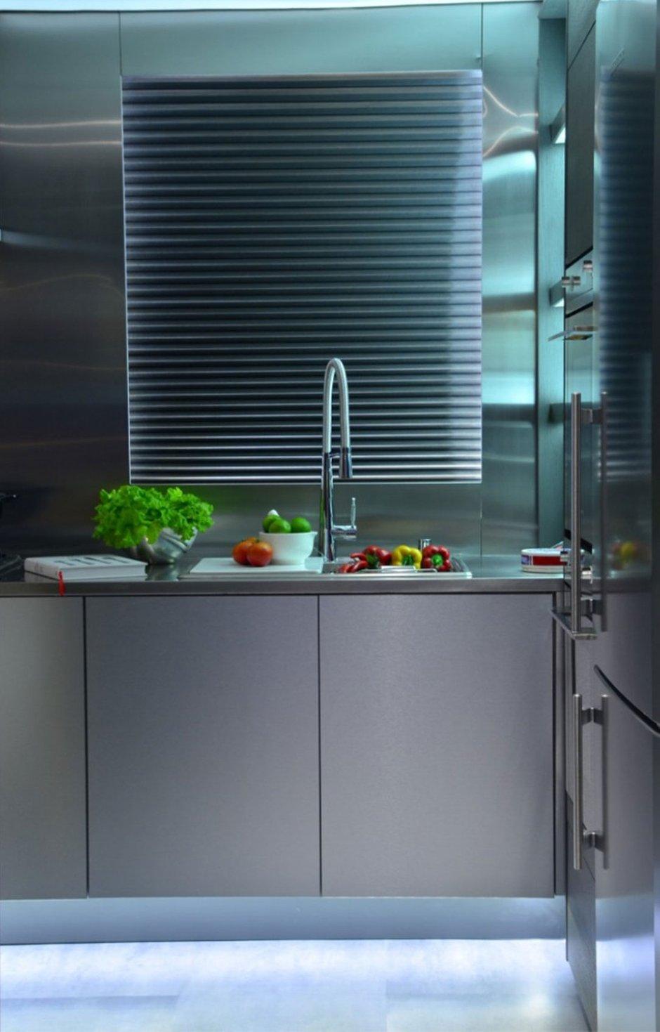 Фотография: Кухня и столовая в стиле Лофт, Интерьер комнат, Проект недели, Граффити – фото на InMyRoom.ru