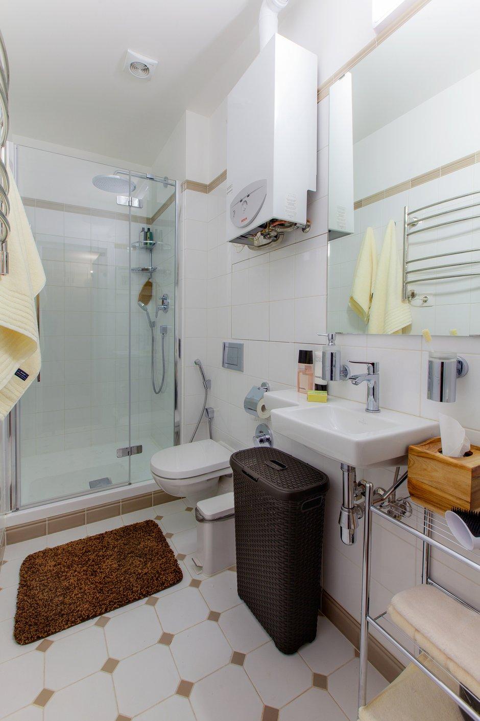 Фотография: Ванная в стиле Современный, Лофт, Квартира, Студия, Проект недели, Красный, Коричневый – фото на INMYROOM