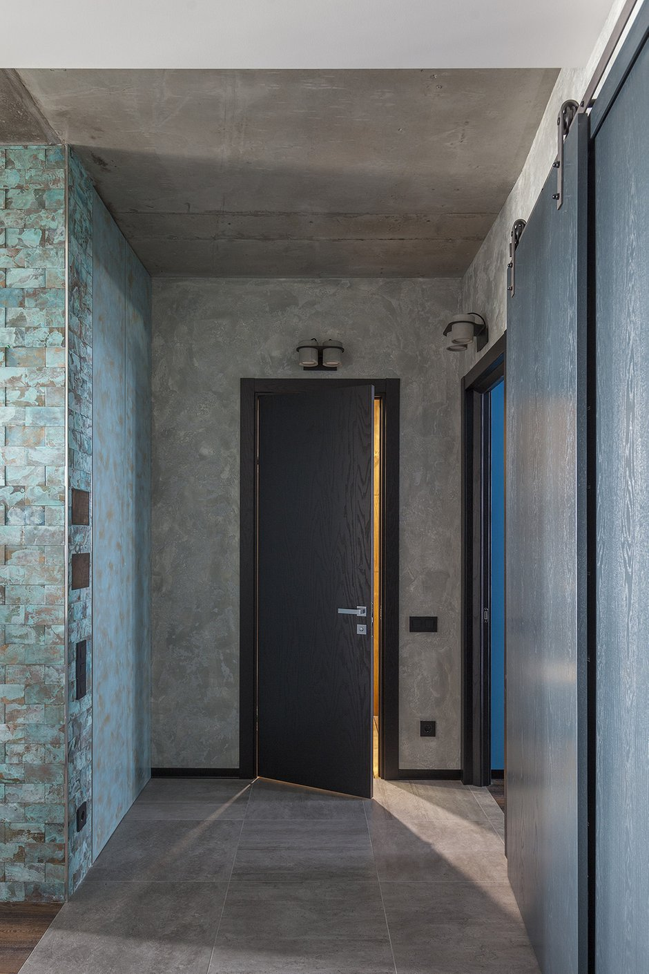 Фотография: Прихожая в стиле Лофт, Квартира, Проект недели, Москва, Ирина Большакова, 2 комнаты, 60-90 метров, Монолитно-кирпичный – фото на INMYROOM