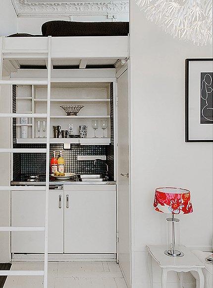 Фотография: Кухня и столовая в стиле Скандинавский, Современный, Декор интерьера, Малогабаритная квартира, Квартира, Швеция, Цвет в интерьере, Дома и квартиры, Белый – фото на INMYROOM