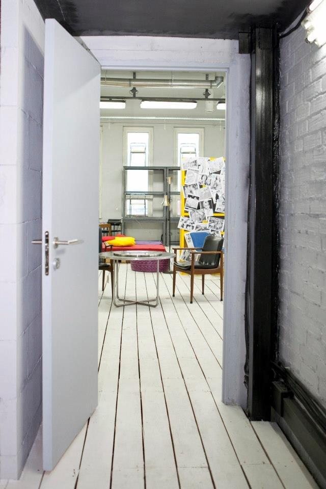 Фотография:  в стиле Лофт, Декор интерьера, Освещение, Дизайн интерьера, Цвет в интерьере, Ольга Евдокимова – фото на INMYROOM