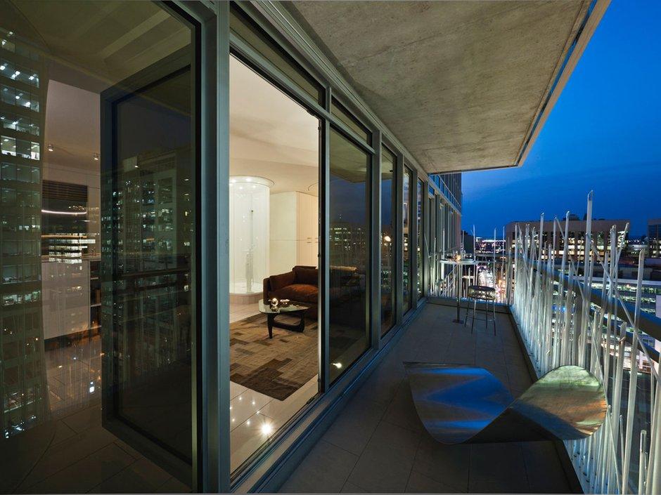 Фотография: Балкон, Терраса в стиле Современный, Квартира, Цвет в интерьере, Дома и квартиры, Белый, Панорамные окна – фото на InMyRoom.ru