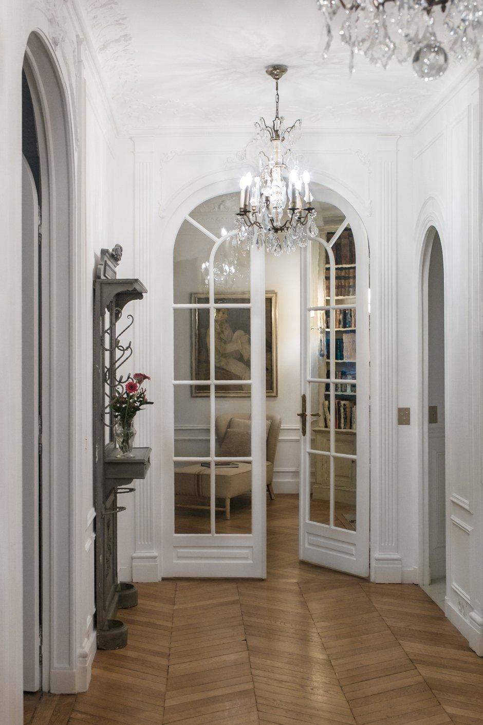 Фотография: Прихожая в стиле Прованс и Кантри, Классический, Квартира, Антиквариат, Белый, Проект недели, Париж, Бежевый, ИКЕА, антикварная мебель в интерьере, Более 90 метров, #эксклюзивныепроекты, Катя Гердт – фото на INMYROOM