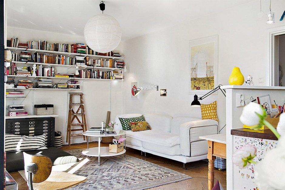 Фотография: Гостиная в стиле Лофт, Скандинавский, Малогабаритная квартира, Квартира, Франция, Дома и квартиры – фото на INMYROOM
