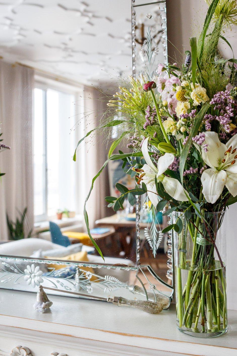 Фотография: Флористика в стиле , Декор интерьера, Квартира, Проект недели, Москва, Надя Зотова, 3 комнаты, Более 90 метров, студия Enjoy Home, Монолитно-кирпичный – фото на INMYROOM