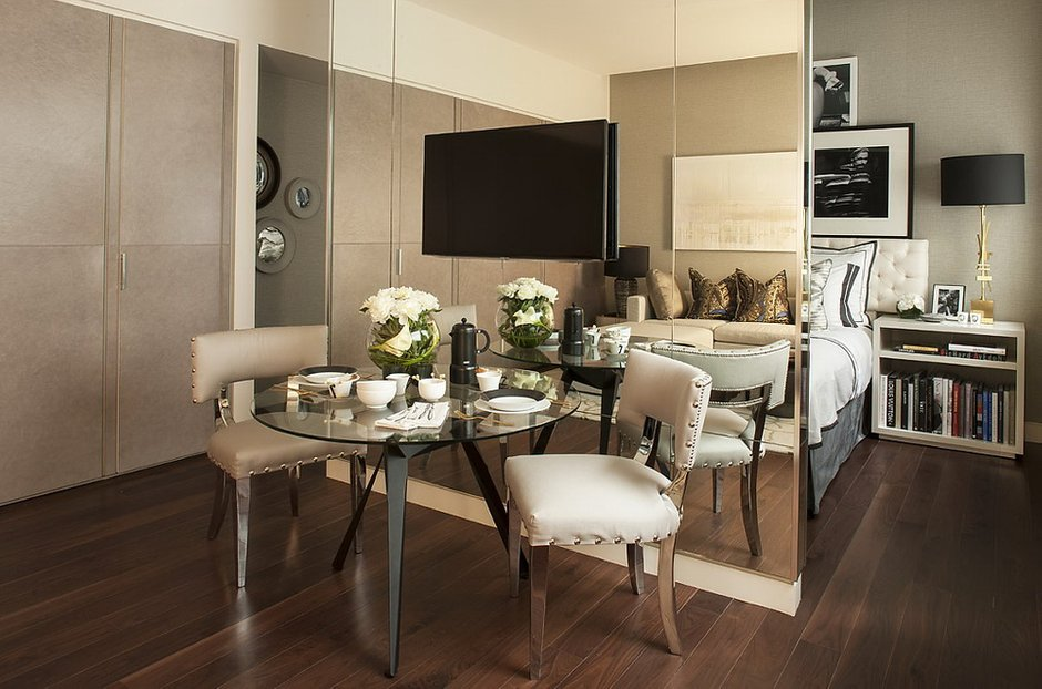 Фотография: Кухня и столовая в стиле Современный, Малогабаритная квартира, Квартира, Дома и квартиры, Лондон, Зеркало, Перегородка – фото на INMYROOM