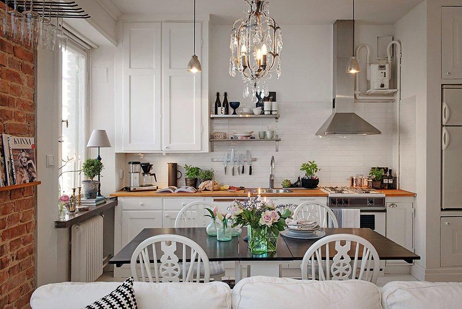 Фотография: Кухня и столовая в стиле , Скандинавский, Малогабаритная квартира, Квартира, Швеция, Цвет в интерьере, Дома и квартиры, Белый, Стена – фото на INMYROOM