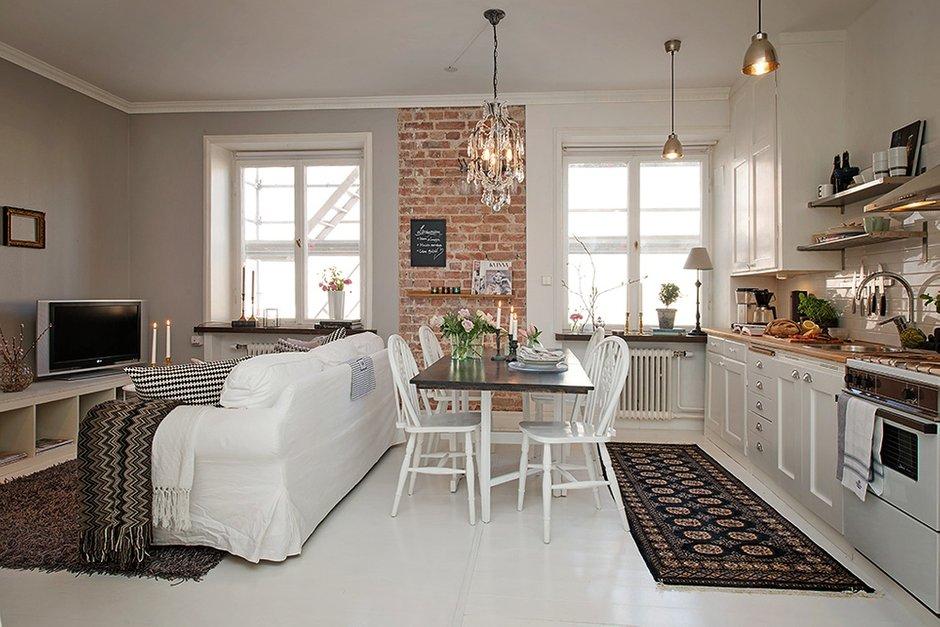 Фотография: Кухня и столовая в стиле Лофт, Скандинавский, Малогабаритная квартира, Квартира, Швеция, Цвет в интерьере, Дома и квартиры, Белый, Стена – фото на INMYROOM