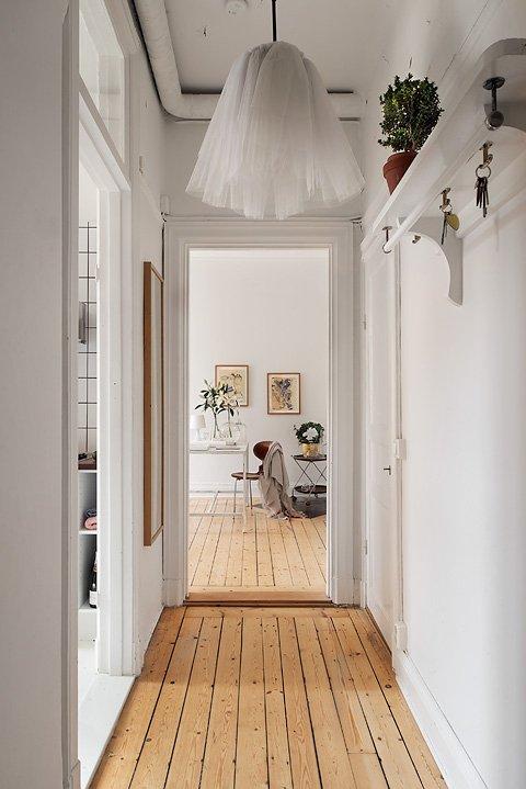 Фотография:  в стиле Скандинавский, Малогабаритная квартира, Квартира, Цвет в интерьере, Дома и квартиры, Белый – фото на INMYROOM