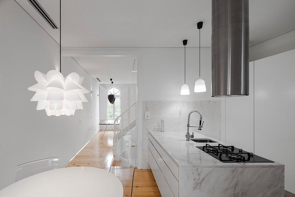 Фотография: Кухня и столовая в стиле Скандинавский, Декор интерьера, Дом, Цвет в интерьере, Дома и квартиры, Белый – фото на INMYROOM