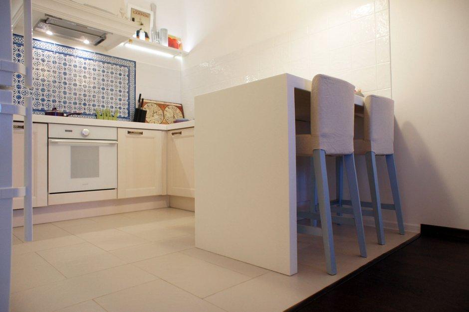 Фотография: Кухня и столовая в стиле Современный, Скандинавский, Эклектика, Квартира, Белый, Проект недели, Голубой, Интервью – фото на INMYROOM
