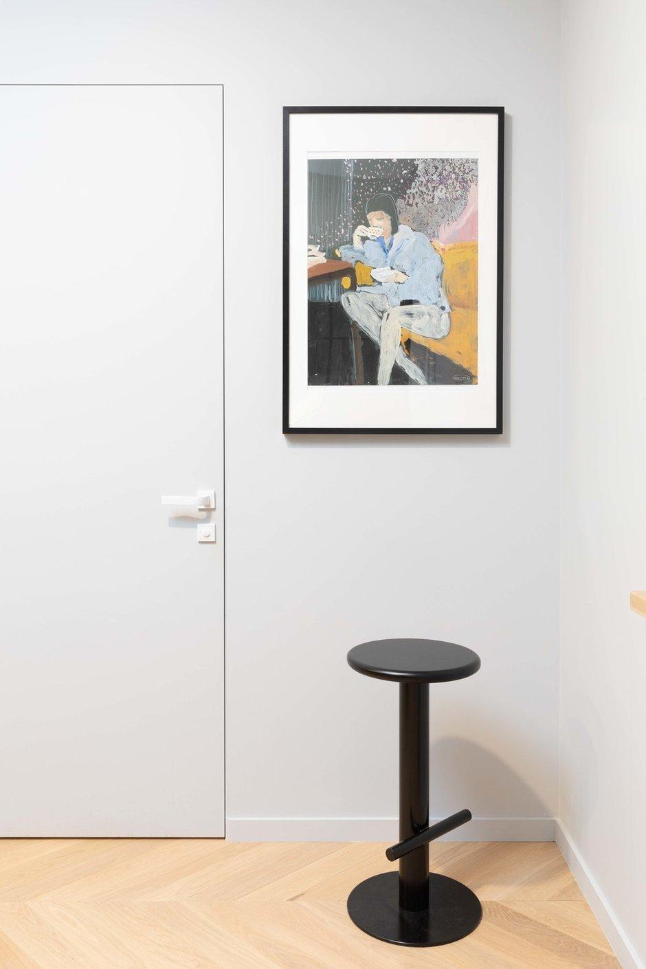 Отдельным и важным украшением квартиры стали работы современных русских художников: Алексея Яковлева, Алены Раковой (галерея искусства Sample-art.ru ) и Екатерины Осиной.