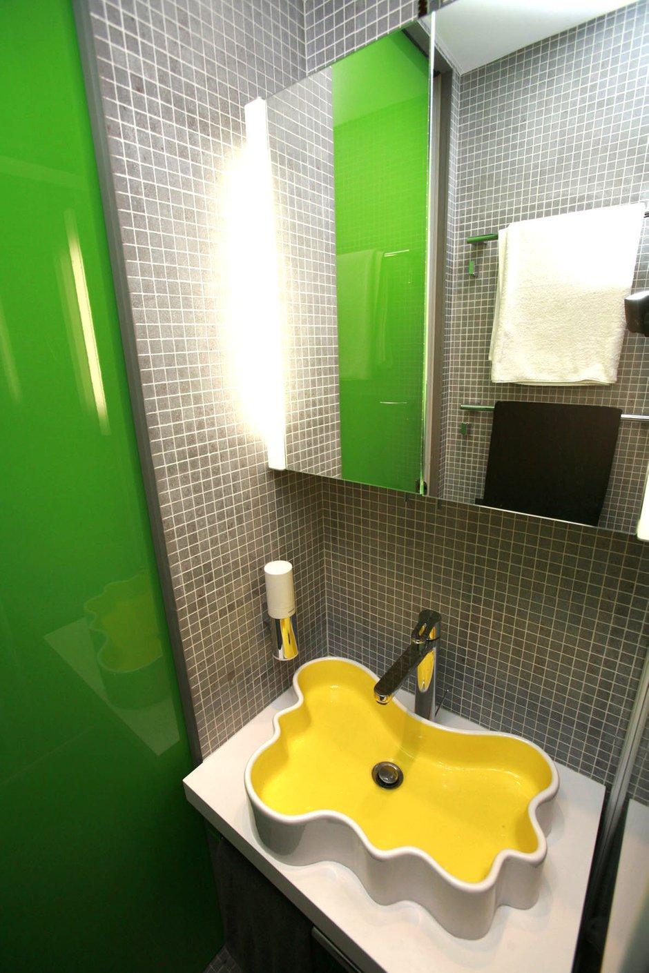 Фотография: Ванная в стиле Хай-тек, Квартира, Дома и квартиры, Перепланировка, Ремонт – фото на INMYROOM