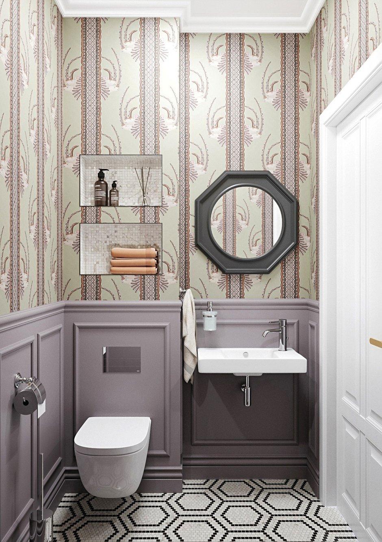В гостевом санузле использовали сочетание обоев с орнаментом и стеновых панелей. На полу положили красивую мозаику с геометрическим узором.