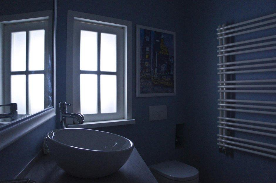 Фотография: Ванная в стиле Современный, Скандинавский, Эклектика, Квартира, Белый, Проект недели, Голубой, Интервью – фото на INMYROOM