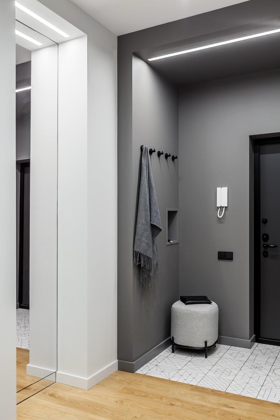 Фотография: Прихожая в стиле Минимализм, Современный, Квартира, Проект недели, Химки, 3 комнаты, 60-90 метров, Flatforfox – фото на INMYROOM