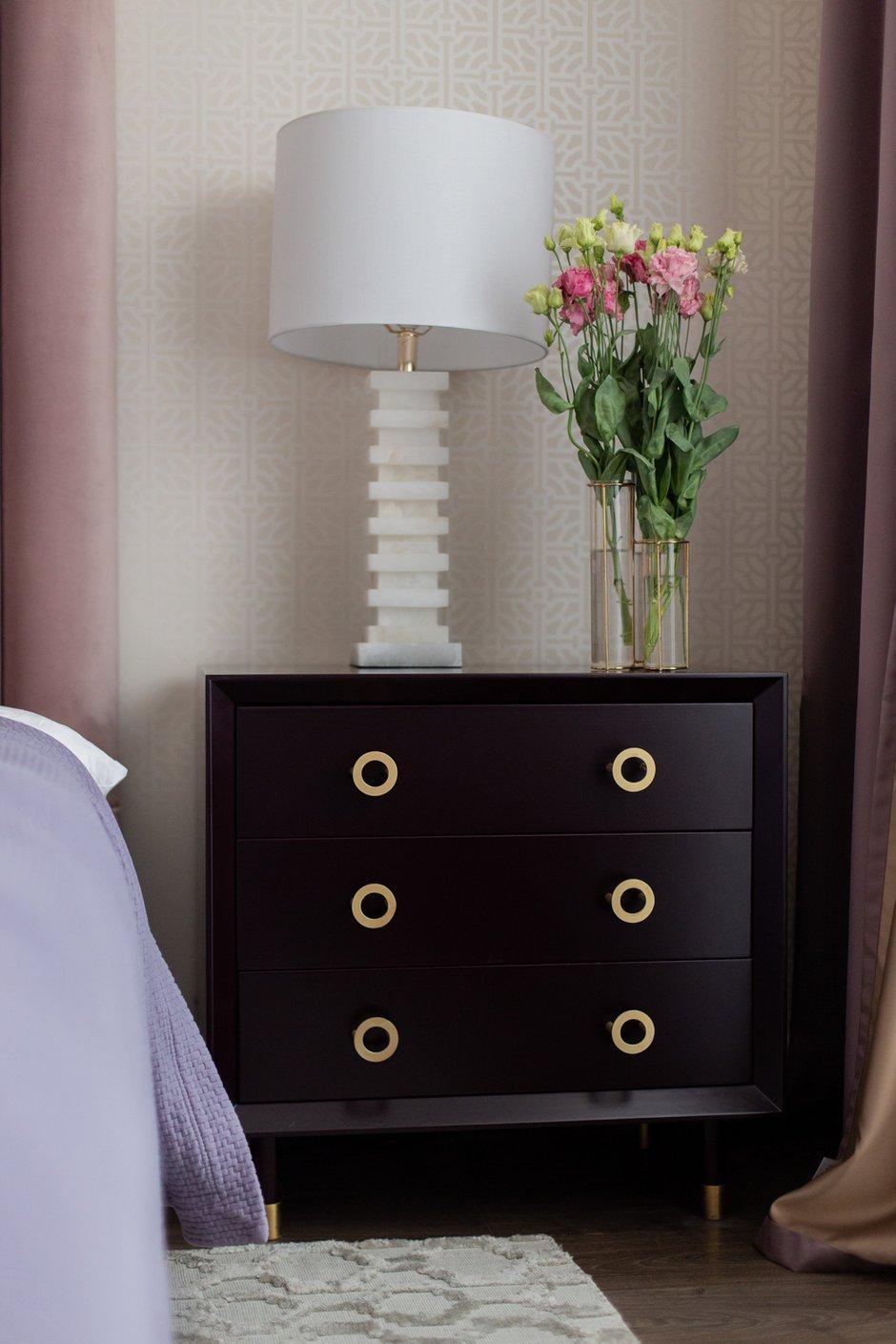 Фотография: Спальня в стиле Современный, Классический, Квартира, Проект недели, Samsung, Сталинка, 4 и больше, Более 90 метров, the frame, Наталья Мукосьян – фото на INMYROOM