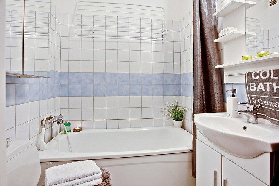 Фотография: Ванная в стиле Современный, Скандинавский, Малогабаритная квартира, Квартира, Швеция, Цвет в интерьере, Дома и квартиры, Белый – фото на InMyRoom.ru