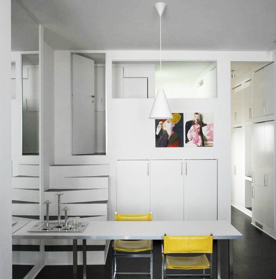 Фотография: Мебель и свет в стиле Лофт, Современный, Хай-тек, Квартира, Цвет в интерьере, Дома и квартиры, Белый – фото на INMYROOM