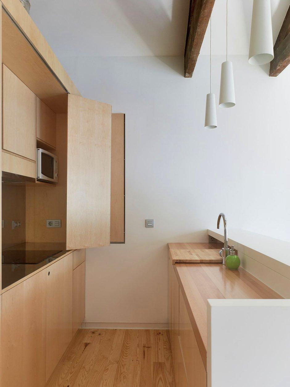 Фотография: Кухня и столовая в стиле Скандинавский, Малогабаритная квартира, Квартира, Цвет в интерьере, Дома и квартиры, Белый, Переделка – фото на INMYROOM