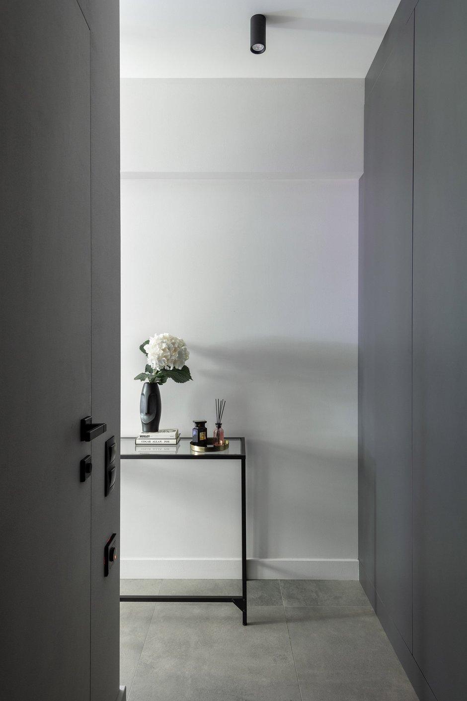 Фотография: Прихожая в стиле Современный, Малогабаритная квартира, Квартира, Студия, Проект недели, Москва, Хрущевка, 1 комната, Huge Studio – фото на INMYROOM