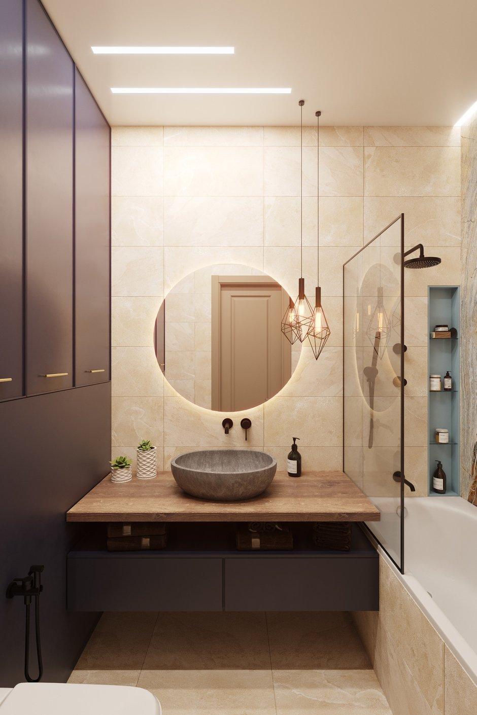 Раковина в ванной выполнена из речного камня, а столешницы изготовлены из особой породы дерева — тика, предназначенного специально для мокрых помещений.