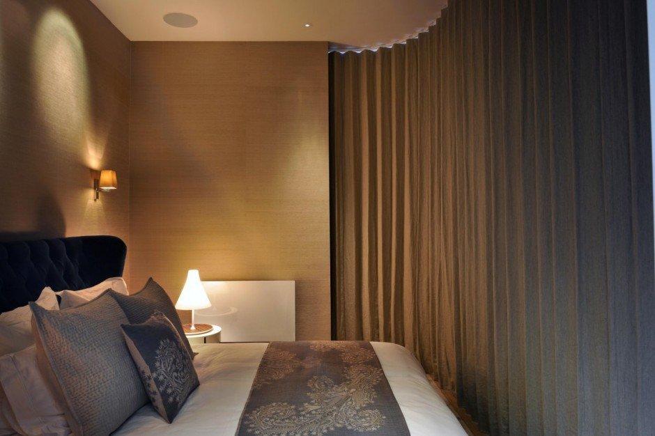 Фотография: Спальня в стиле Современный, Квартира, Flos, Дома и квартиры, Лондон, Лестница, Библиотека, Готический – фото на InMyRoom.ru