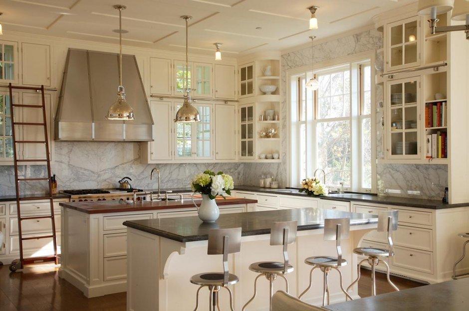 Фотография: Кухня и столовая в стиле Прованс и Кантри, Классический, Современный, Декор интерьера, Мебель и свет – фото на INMYROOM
