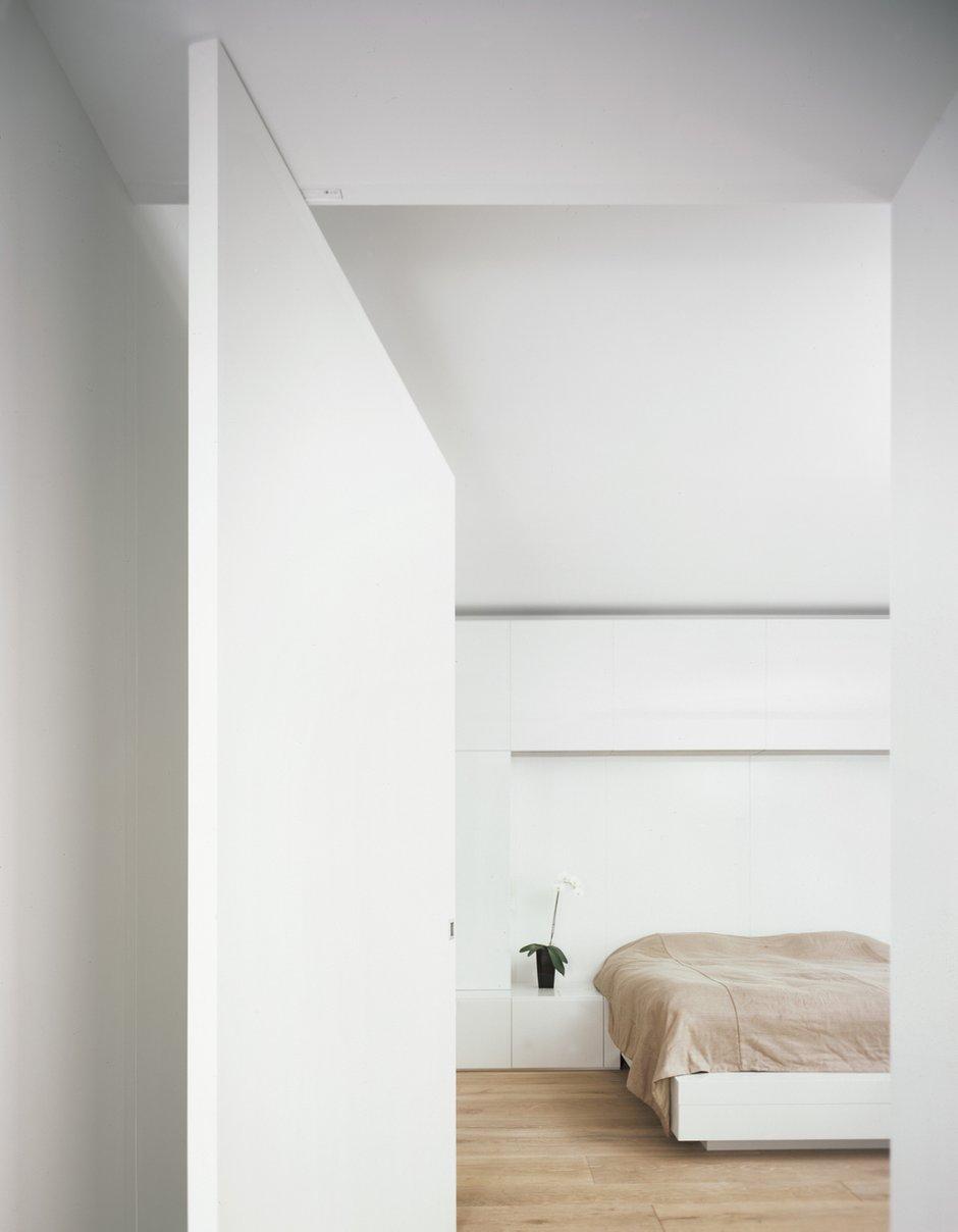 Фотография: Спальня в стиле Современный, Квартира, Дома и квартиры, Минимализм – фото на INMYROOM