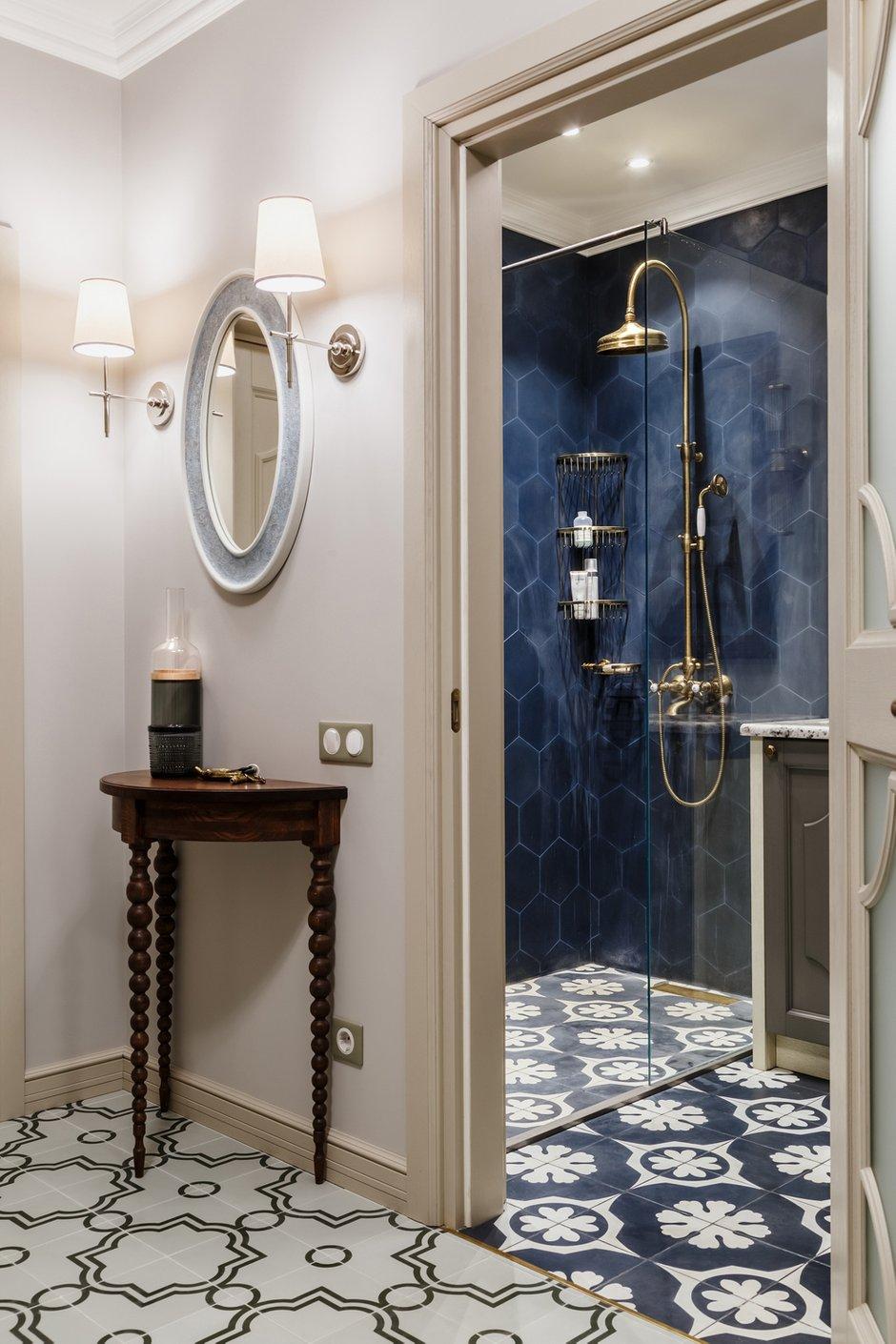 Фотография: Ванная в стиле Классический, Квартира, Проект недели, Надя Зотова, Синий, Новая Москва, 3 комнаты, 60-90 метров, студия Enjoy Home – фото на INMYROOM