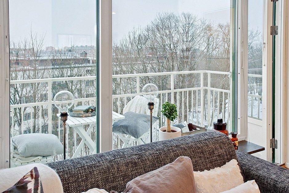 Фотография: Балкон, Терраса в стиле Скандинавский, Малогабаритная квартира, Квартира, Швеция, Цвет в интерьере, Дома и квартиры, Белый – фото на INMYROOM
