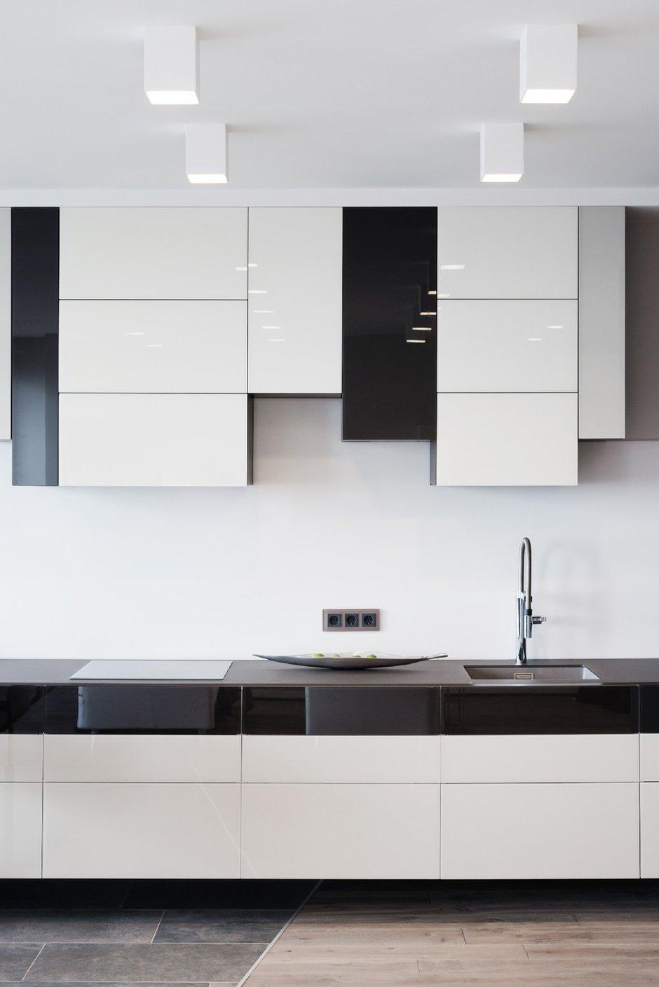 Фотография: Кухня и столовая в стиле Современный, Хай-тек, Квартира, Минимализм, Проект недели – фото на INMYROOM