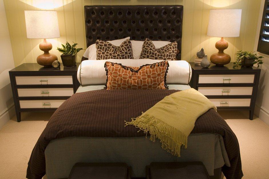 Фотография: Спальня в стиле Классический, Современный, Декор интерьера, Интерьер комнат, Цвет в интерьере, Коричневый – фото на INMYROOM