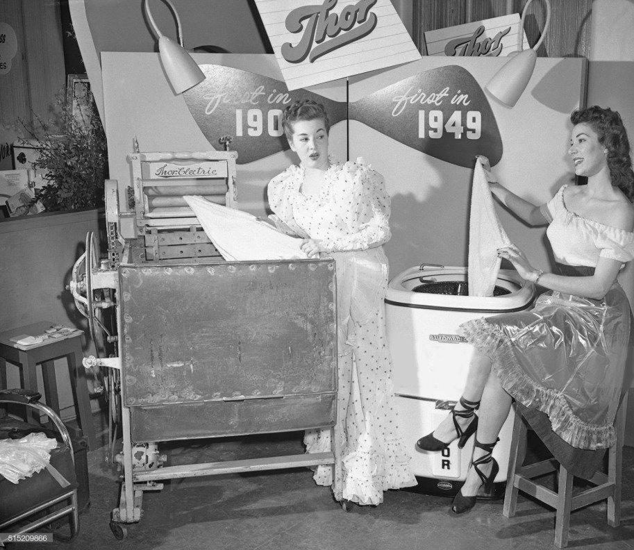 Фотография:  в стиле , Кухня и столовая, Тема месяца, стиральная машина, история кухни, история стиральной машины, эволюция стиральной машины – фото на INMYROOM