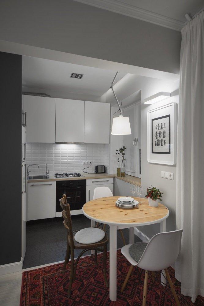 Фотография:  в стиле , Кухня и столовая, Скандинавский, Eames, Белый, Проект недели, Москва, Бежевый, Серый, ИКЕА, Tikkurila, маленькая кухня, плитка кабанчик, как объеденить кухню с гостиной, идеи планировки маленькой кухни, кухня в хрущевке, как обустроить кухню в хрущевке, малометражная кухня, кухня площадью 6 квадратных метров, планировка маленькой кухни, планировка узкой кухни в хрущевке, кухня-гостиная дизайн, интерьер кухни, кухня-гостиная в типовой квартире, Максим Тихонов, m2project, kuhnya-8-kv-metrov, Хрущевка – фото на INMYROOM
