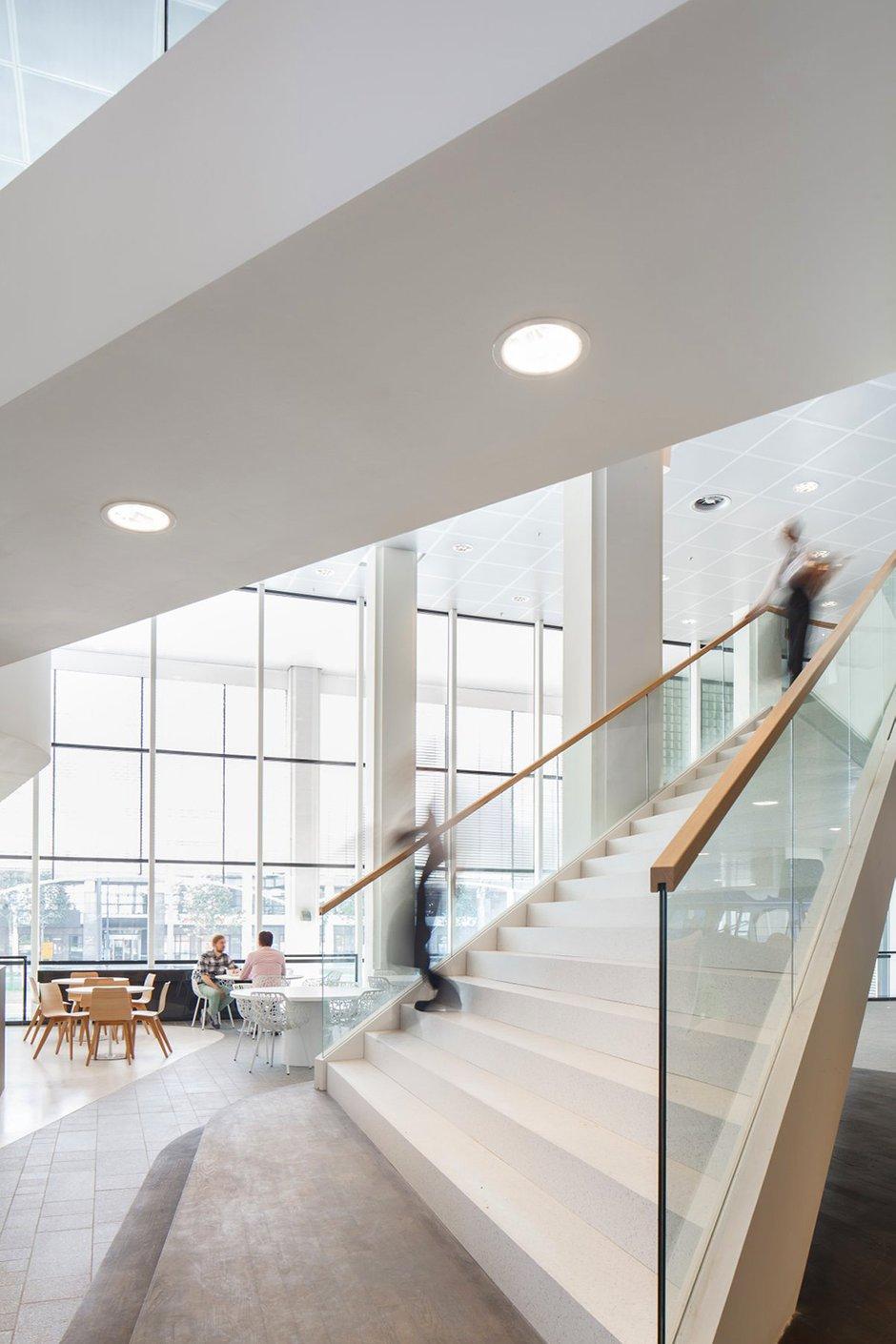Фотография: Офис в стиле Скандинавский, Современный, Декор интерьера, Офисное пространство, Цвет в интерьере, Дома и квартиры, Белый, Проект недели – фото на INMYROOM