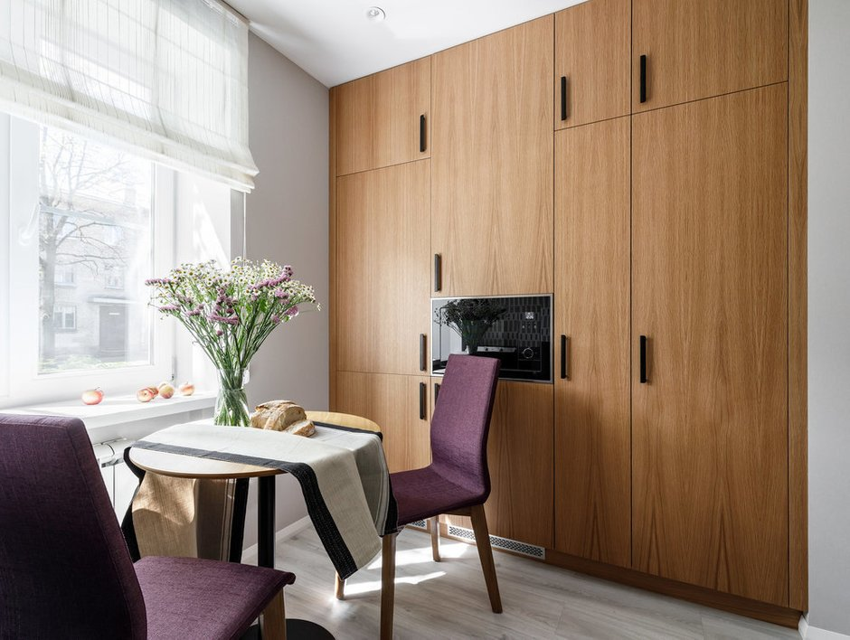 Фотография:  в стиле , Кухня и столовая, Гид, планировка кухни в брежневке – фото на INMYROOM
