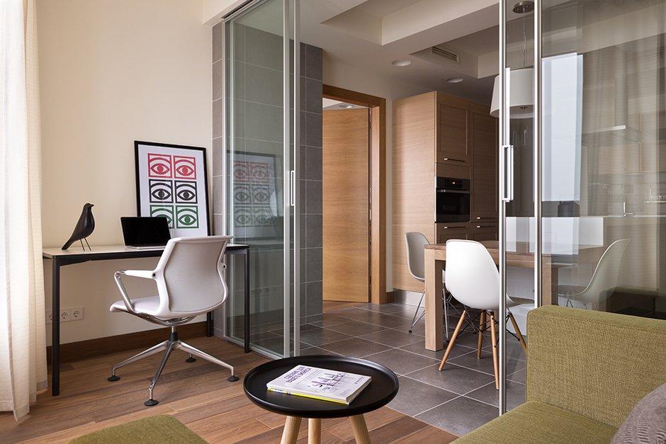 Фотография: Офис в стиле Современный, Декор интерьера, Квартира, Normann Copenhagen, Vitra, Дома и квартиры, Проект недели, SLV – фото на INMYROOM