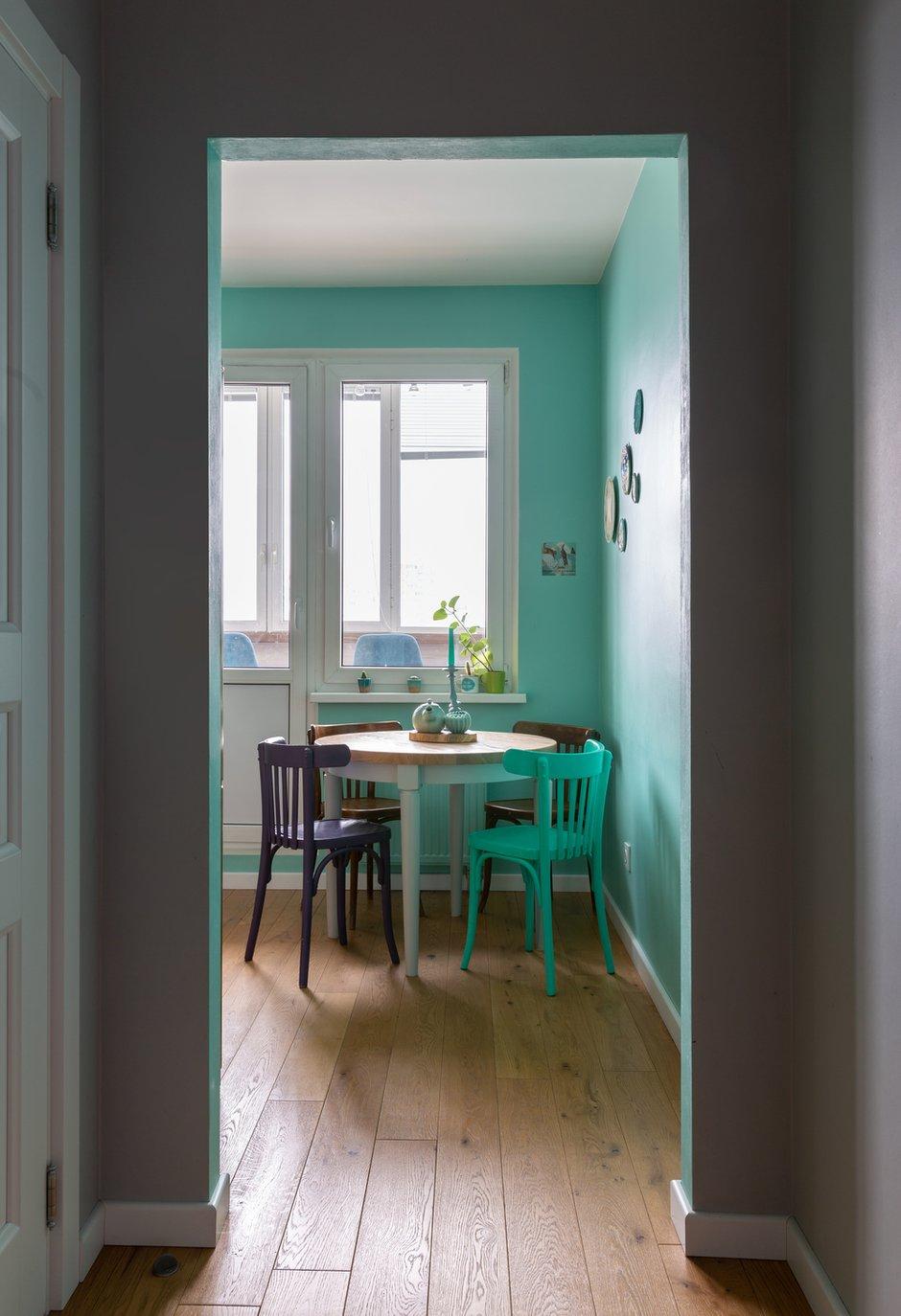 Фотография: Кухня и столовая в стиле Скандинавский, Эклектика, Квартира, Белый, Проект недели, Зеленый, Желтый, Серый, Бирюзовый, Эко, 3 комнаты, 60-90 метров – фото на INMYROOM