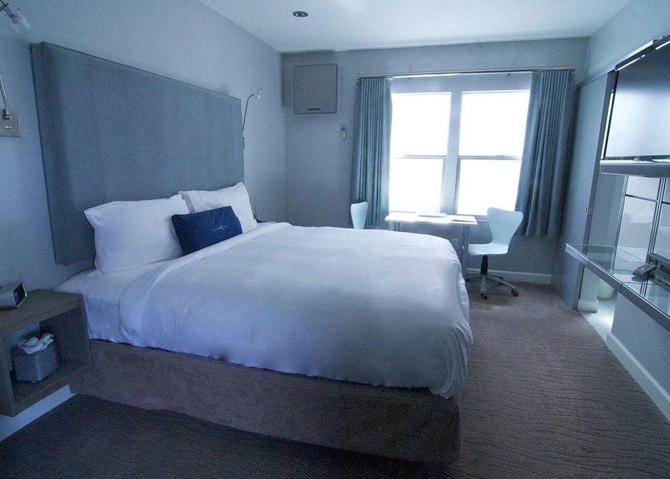 Фотография: Спальня в стиле Скандинавский, Современный, Дома и квартиры, Городские места, Отель – фото на INMYROOM