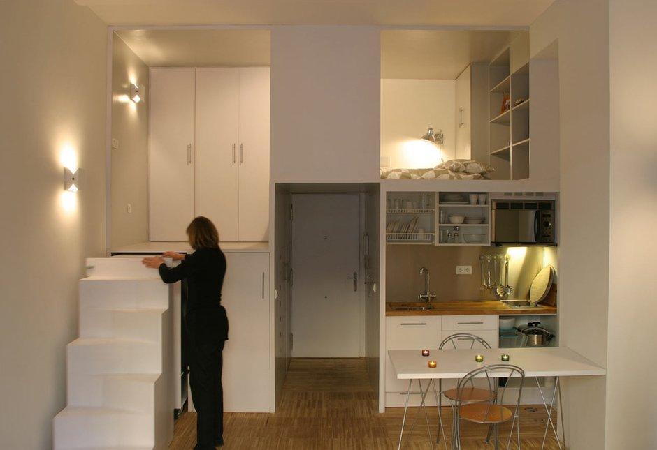 Фотография: Кухня и столовая в стиле Современный, Малогабаритная квартира, Квартира, Цвет в интерьере, Дома и квартиры, Советы, Белый, Мебель-трансформер – фото на InMyRoom.ru