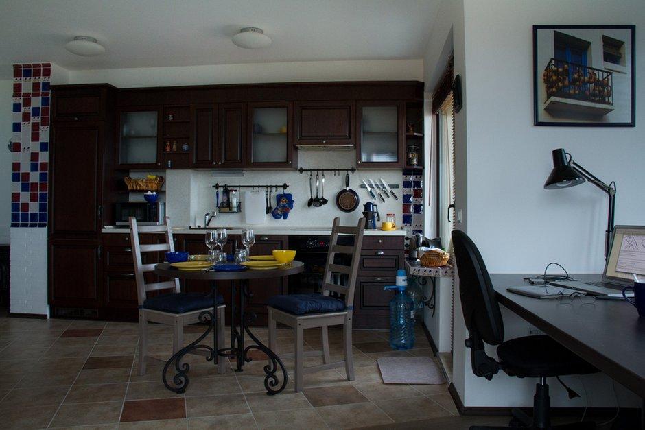 Фотография: Кухня и столовая в стиле , Декор интерьера, Квартира, Цвет в интерьере, Дома и квартиры, Стены – фото на InMyRoom.ru