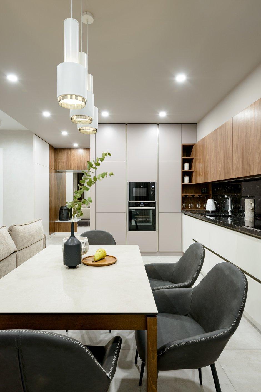 Фотография: Кухня и столовая в стиле Современный, Квартира, Проект недели, Монолитный дом, 3 комнаты, Более 90 метров, Полина Степанова, D'POLLY – фото на INMYROOM