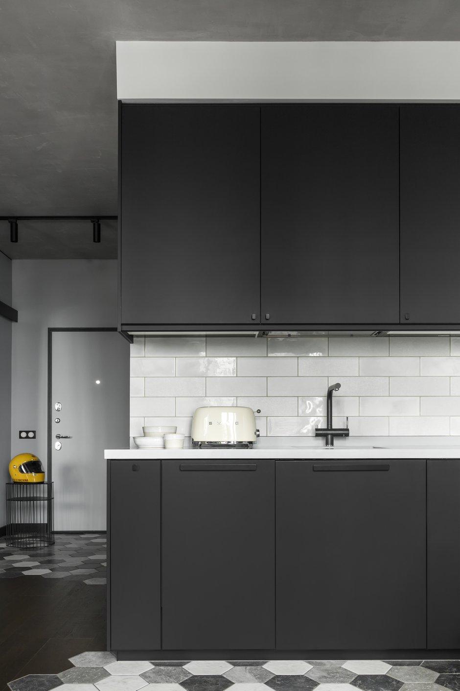 Фотография: Кухня и столовая в стиле Лофт, Квартира, Студия, Проект недели, Москва, 1 комната, до 40 метров, 40-60 метров, Влада Загайнова – фото на INMYROOM